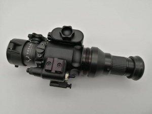 Nivex 2 Digital mit aufgeschraubtem Okular